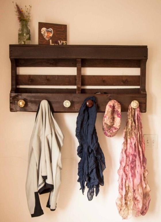 07 Pallet Coat Rack